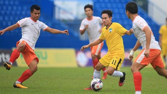 Fan Thái chê cầu thủ HAGL đá như mới ngủ dậy, vô tổ chức
