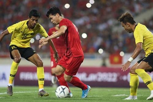 Tranh cãi về màn trình diễn của Công Phượng trước Malaysia