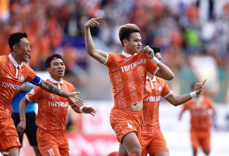 TP.HCM ra án phạt: Cầu thủ nghỉ Tết tăng 1kg phạt 10 triệu đồng